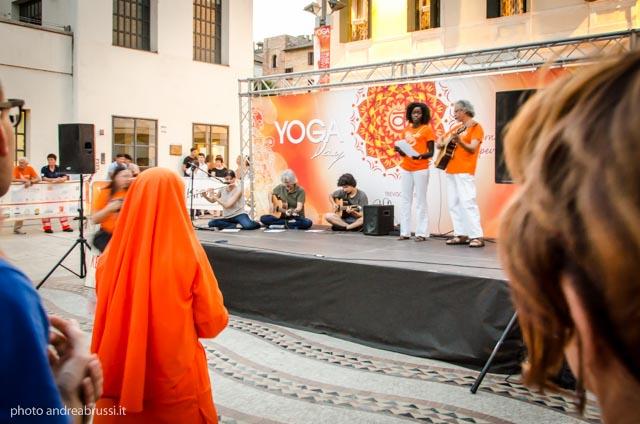 laura melchiori - Yoga Day TV 2016